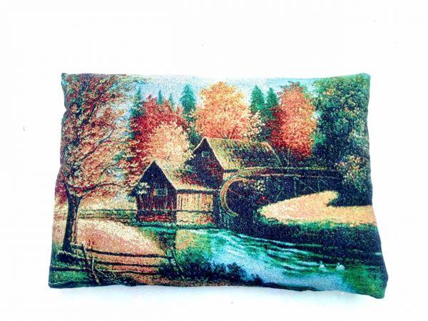 Декоративные подушки из гобелена Домик в лесу